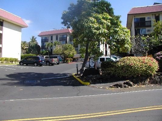 75-5873 WALUA RD 204, Kailua Kona, HI 96740